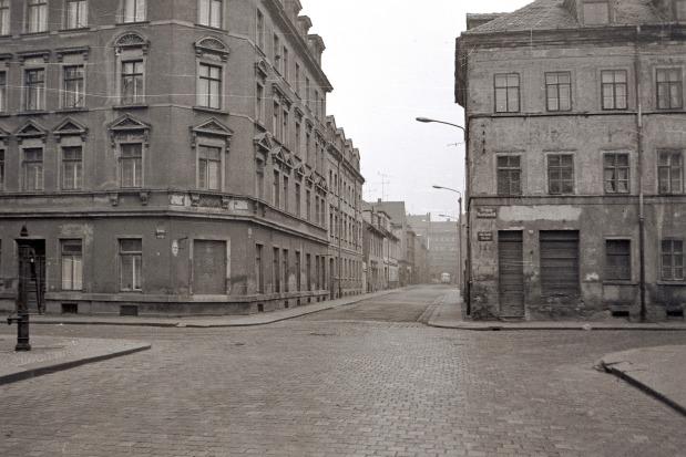 Leipzig-Neuschönefeld (1975) vor dem Flächenabriss Blick vom Rabet (Reudnitz) durch die Melchiorstraße zur Eisenbahnstraße