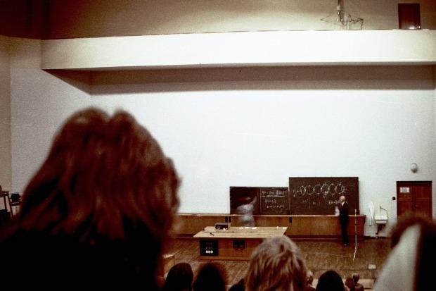 Sektion Physik, Vorlesung Gustav Hertz, 10.12.1974