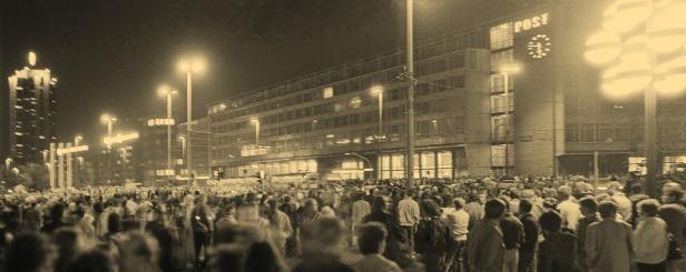 Karl-Marx-Platz, Ostseite mit Hauptpost bis Wiga-Hochhaus