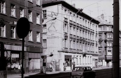 L.-Neustadt, Hermann-Liebmann-Str. 85 mit alter Fassadenmalerei, im März 1989