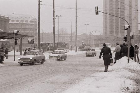 Leipzig, am Hauptbahnhof, Januar 1987
