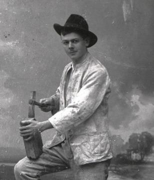 Gerhard als Maurer beim Gesellenstück 1907
