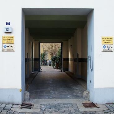 Durchgang zum Innenhof, Eisenbahnstraße 13, Ludwigstraße 64