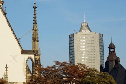 Vis-á-vis-Blick zu Thomaskirche und anderen Stadttürmen