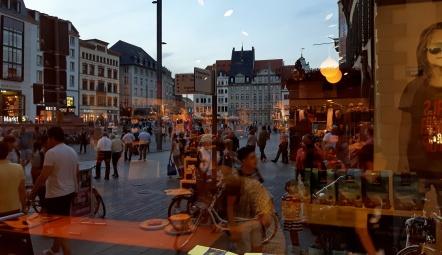 abendliche Stimmung bei einer Tasse Kaffee am Leipziger markt
