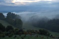 ... graue Nebel wallen