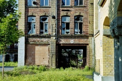 links: Fa. Flemming, rechts: ehemalige MLW-Gebäude (2002)