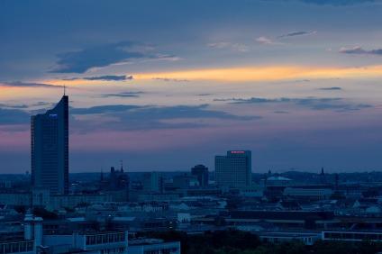 21:03 Uhr, die Wolken über Leipzig lockern auf.