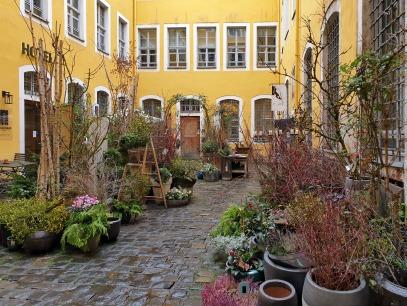 (salto)floraler Innenhof